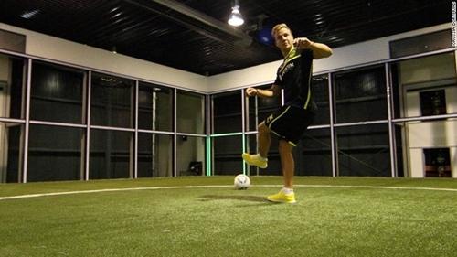 فوت بونات یا footbonaut چیست؟ و در فوتبال و برای بازیکنان فوتبال چه کارکردی دارد؟