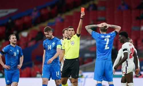 چگونه میتوان در مقابل تیم 10 نفره پیروز شد یا شکست نخورد؟ کارت قرمز و 10 نفره شدن در فوتبال | FCDORFAK